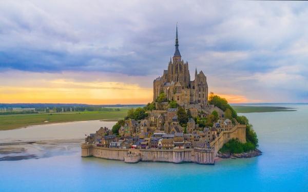 6 Istana Paling Cantik Di Dunia Iluminasi
