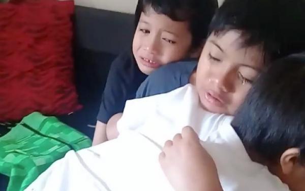 Anak-Anak Datuk Fazley Menangis Dan Berpeluk, Sentuh Hati Ramai | Iluminasi