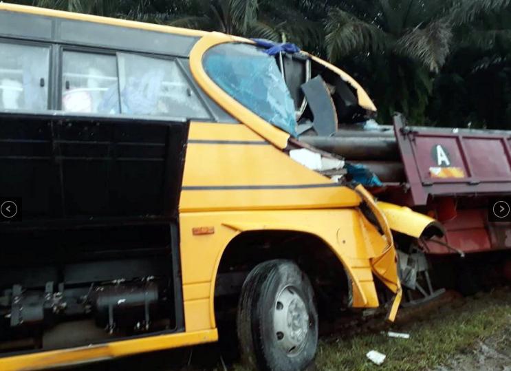 3 maut bas sekolah langgar lori kargo di bintulu