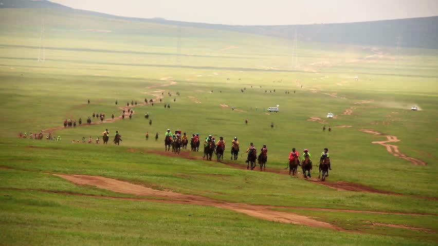 acara lawan kuda semasa naadam festival di mongolia