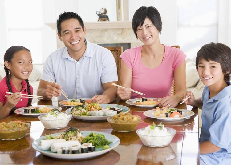 adab ketika makan bersama keluarga