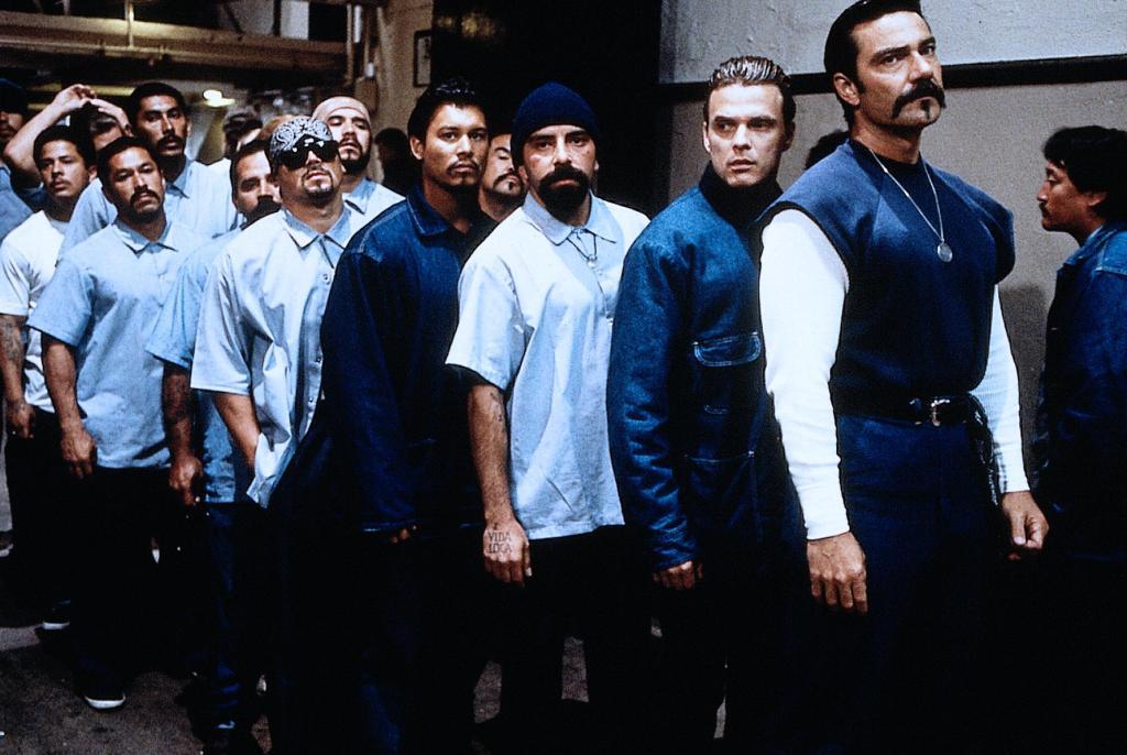 adegan penjara filem filem blood in blood out