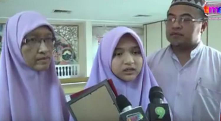 adik husna bersama ibu dan bapanya
