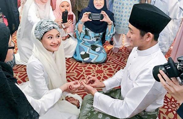 adik sharifah amani kahwin netizen terkejut lihat wajah suaminya macam farid kamil 1
