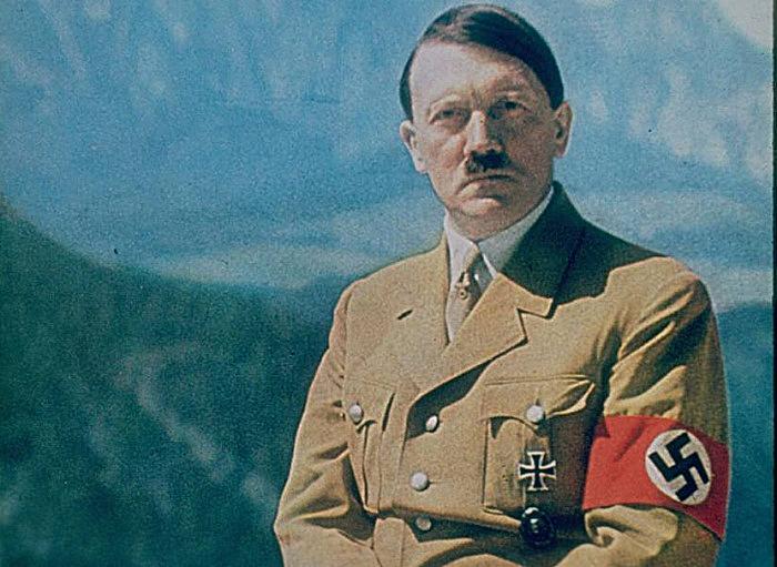 adolf hitler dan swastika