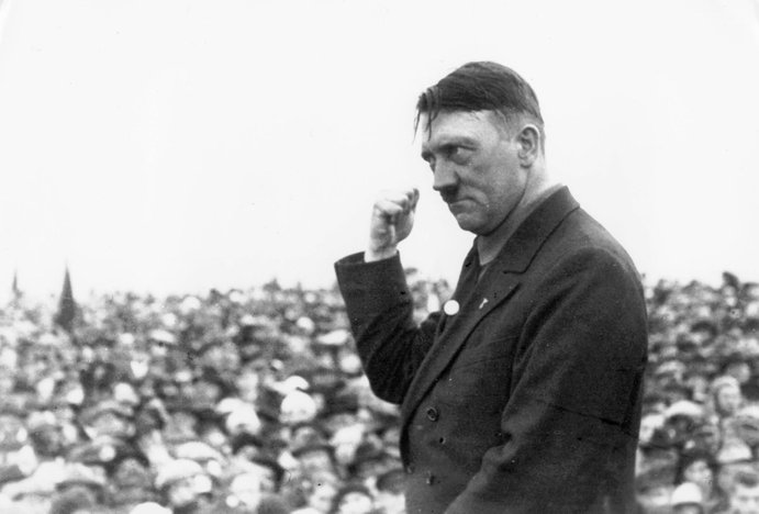 adolf hitler pemimpin nazi jerman