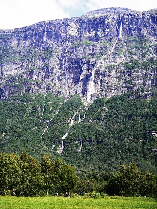 air terjun vinnufossen keenam paling tinggi di dunia