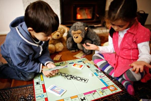 ajar anak main game monopoly untuk belajar berbelanja dengan berhemah