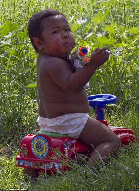 aldi rizal kanak kanak paling muda merokok ketika berusia dua tahun