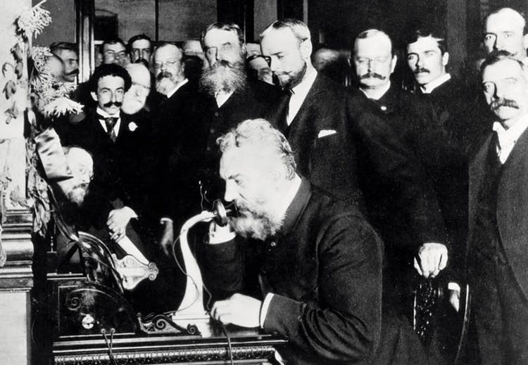 alexander graham bell melakukan panggilan telefon pertama