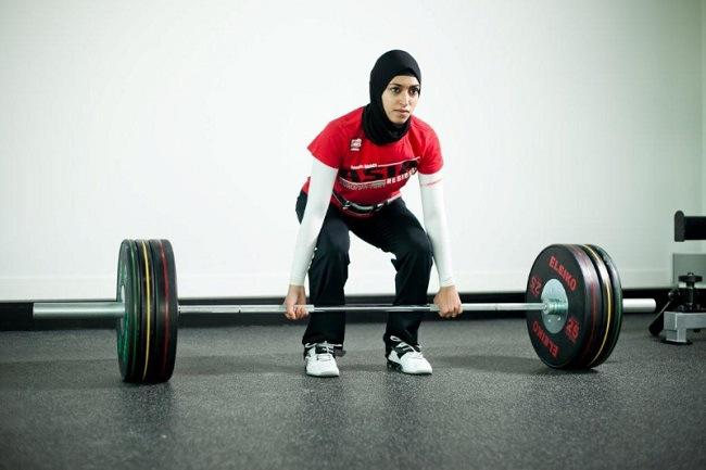 amna al haddad ahli angkat berat berhijab