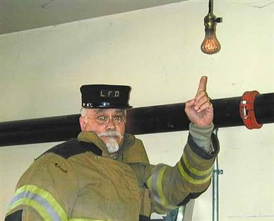 anggota bomba bersama mentol centennial