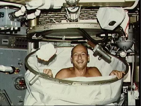 angkasawan mandi