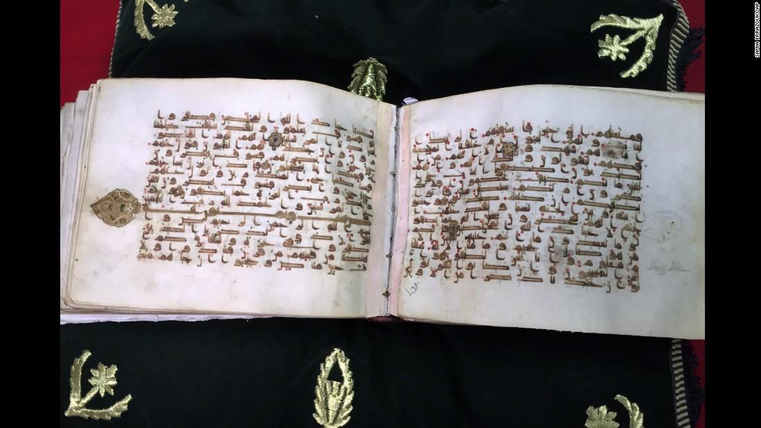 antara manuskrip lama yang disimpan di perpustakaan al qarawiyyin fez maghribi