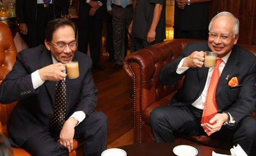 anwar dan najib minum teh duduk adab minum rasulullah