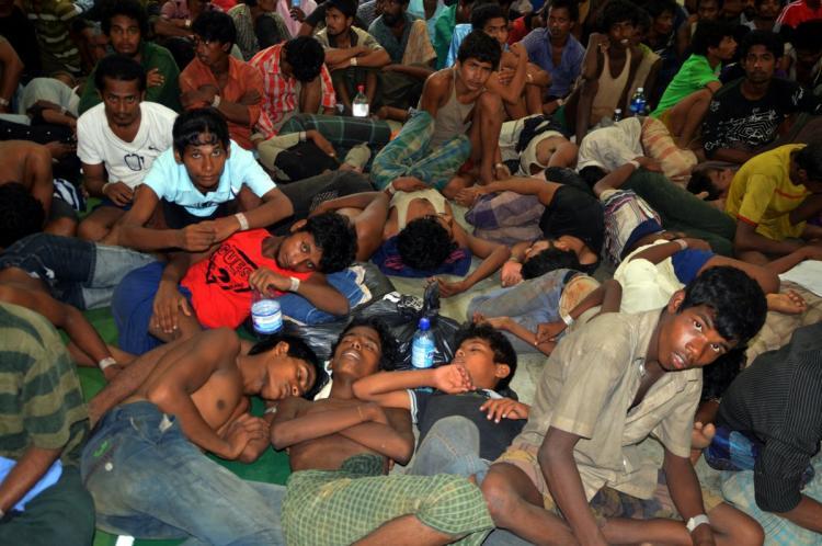 aptopix rohingya boat people