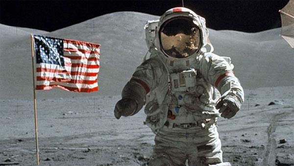 armstrong neil manusia pertama di bulan