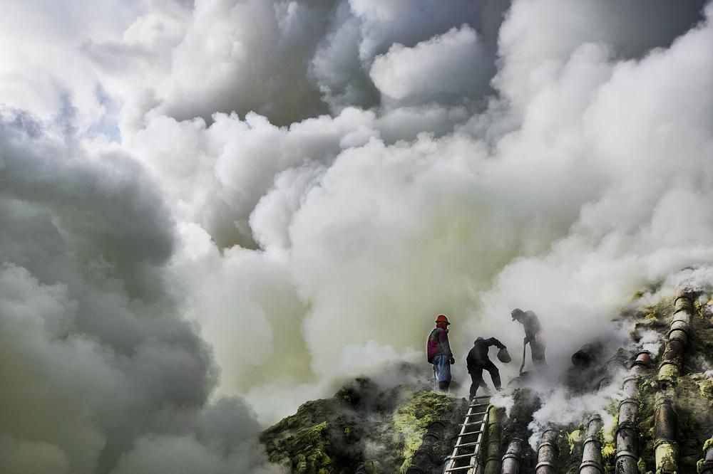 asap yang sangat tebal menyukarkan kerja