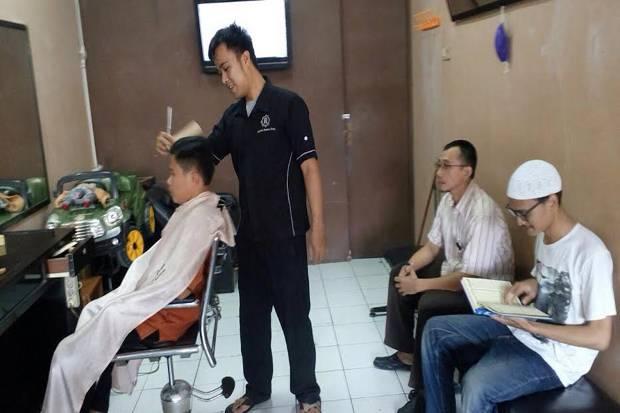 asep irawan raihan barbershop potong rambut percuma baca al quran 825