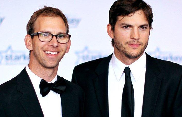ashton kutcher bersama pasangan kembarnya michael 595