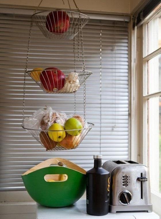 asingkan buah buahan seperti epal pisang dan avokado daripada buah buahan lain
