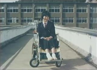 aya kitou terpaksa menggunakan kerusi roda untuk bergerak