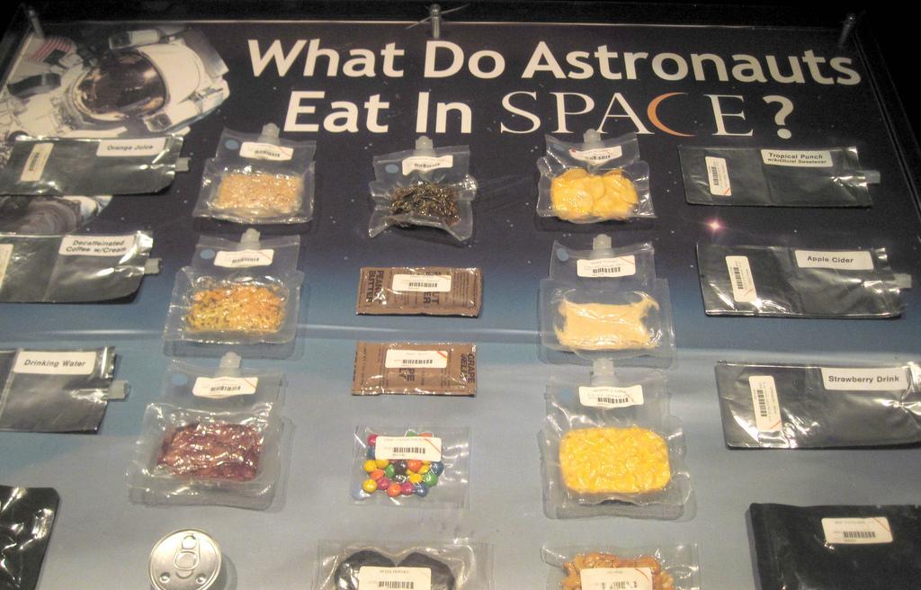 bagaimana cara angkasawan makan di angkasa lepas 5