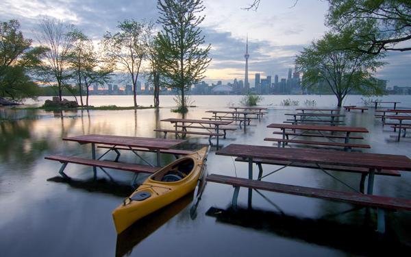 banjir air naik memenuhi kedai makan