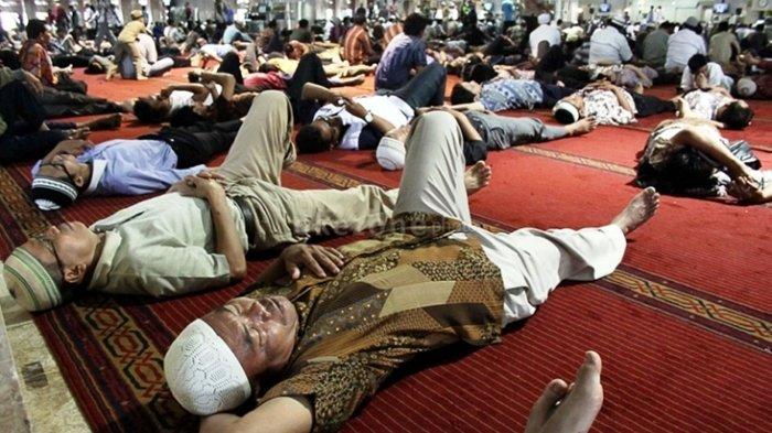 banyak tidur siang hari ramadhan dengan alasan beribadah