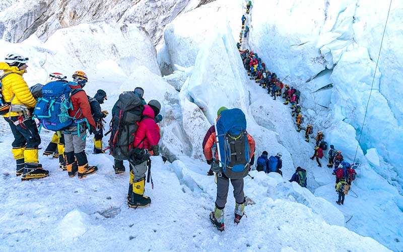 barisan panjang di everest