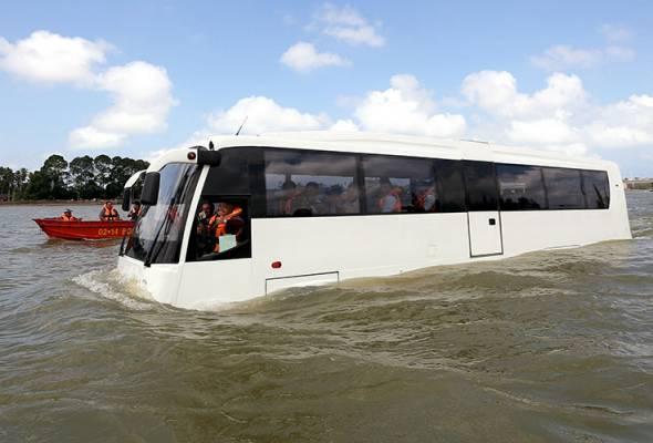 bas dua alam amphicoach mula dipandu uji di sungai terengganu