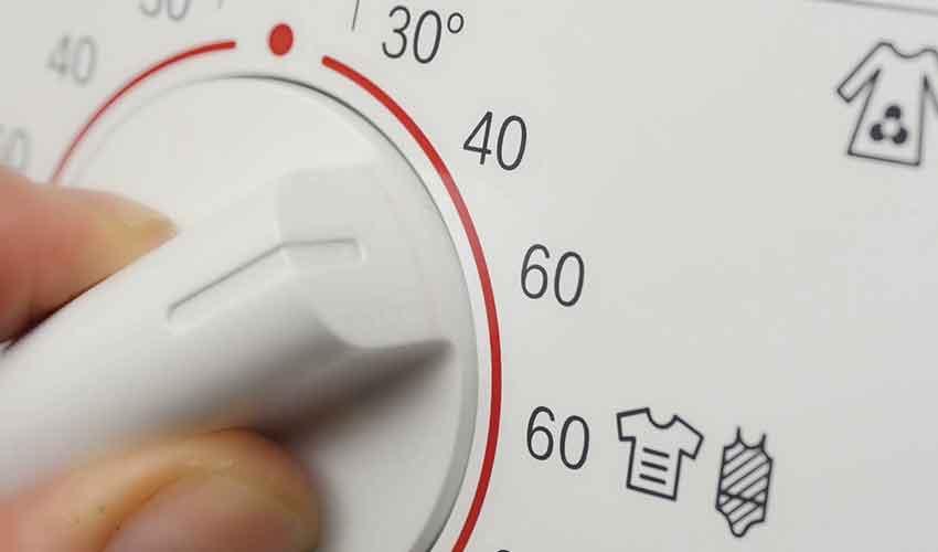 basuhan baju guna air panas
