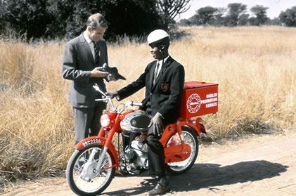 bata hantar kasut guna motosikal