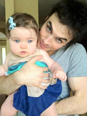 bayi bermata biru