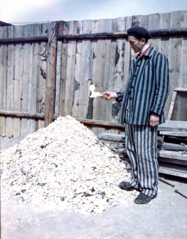 bekas banduan kem tahanan jerman