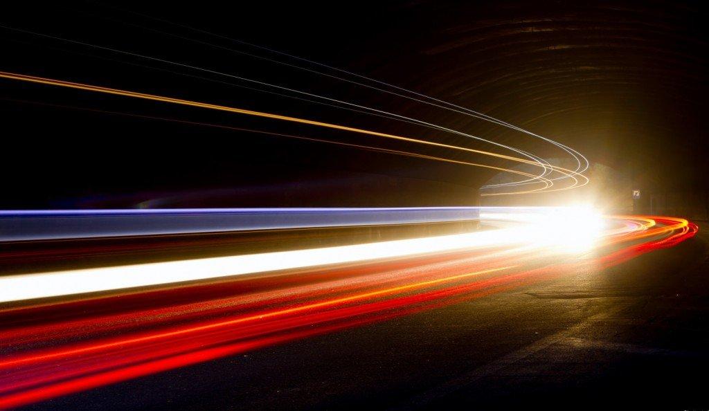 bergerak pada kelajuan cahaya untuk ke masa depan