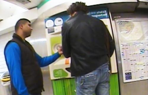 berhati hati jika didatangi lelaki tidak dikenali ketika membeli tiket metro di paris
