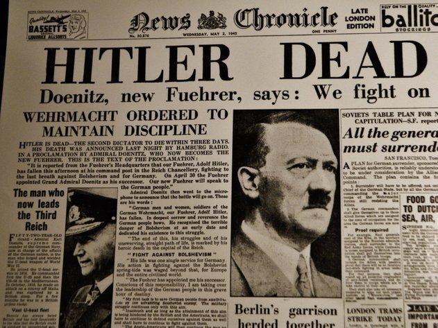 berita kematian adolf hitler