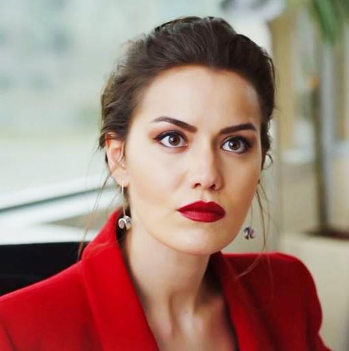 bibir merah 6 daya tarikan wanita yang menarik perhatian lelaki tanpa disedari