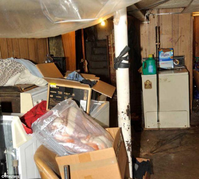 bilik bawah tanah yang dijadikan penjara 224