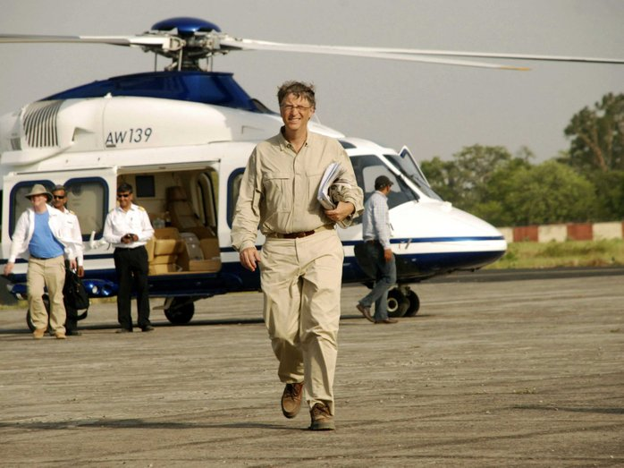 bill gates naik helikopter