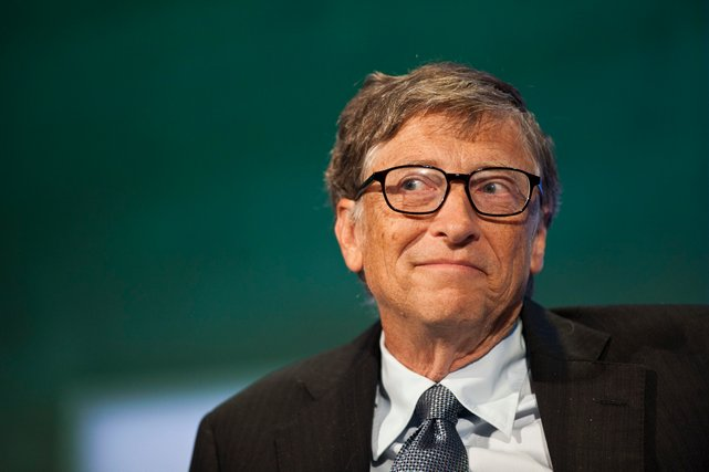 bill gates senyum
