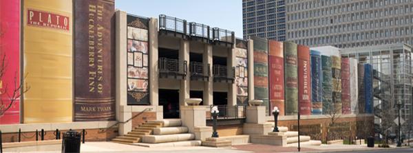 binaan buku gergasi di perpustakaan kansas