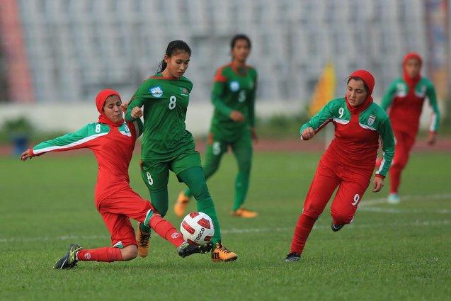 bola sepak bertudung iran