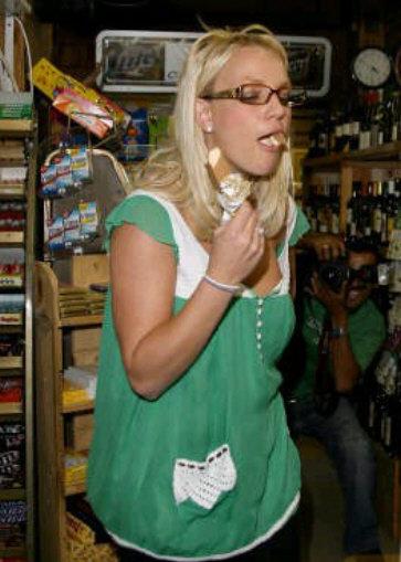 britney spears 8 selebriti terkenal yang boros berbelanja besar untuk makanan
