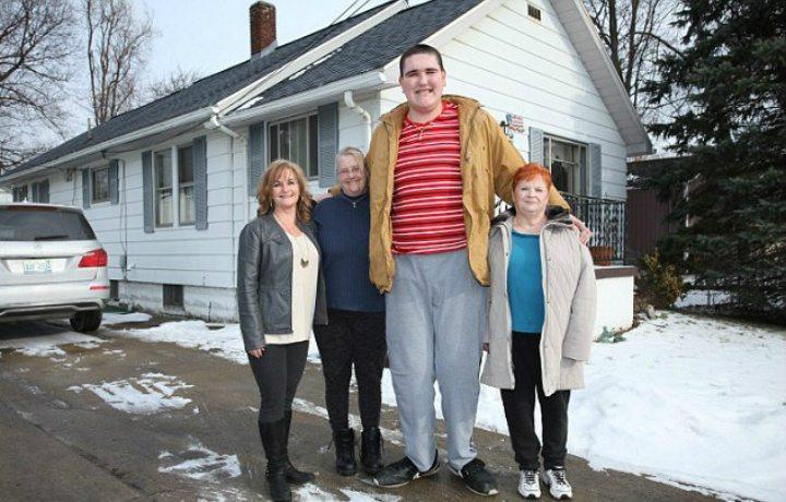 broc brown bersama ahli keluarganya