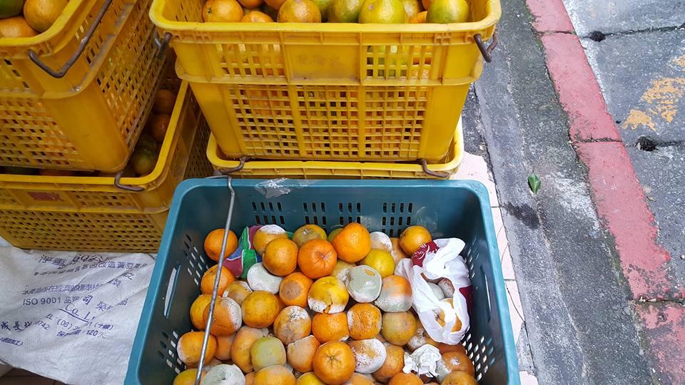 buah limau mandarin yang buruk