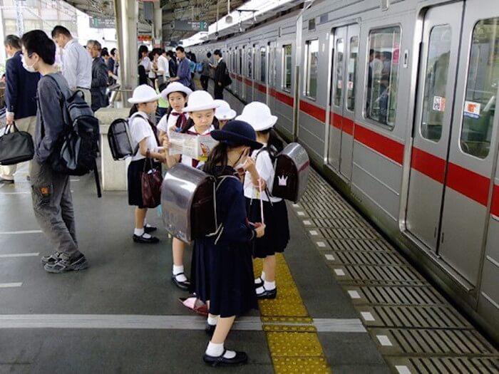 budaya beratur menunggu tren sekolah rendah di jepun