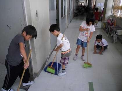 budaya bersih mengemas sekolah rendah di jepun
