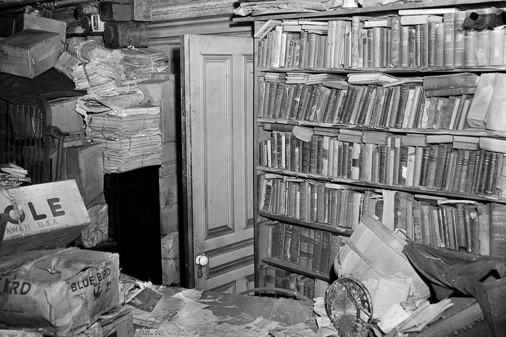 buku dan akhbar yang tidak dibaca dijumpai berlonggok dalam rumah collyer di harle